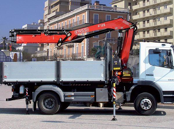 F125A_2-fassi-loader-crane-01